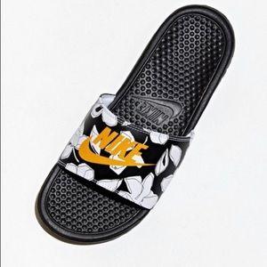 NIB Nike Benassi Slides